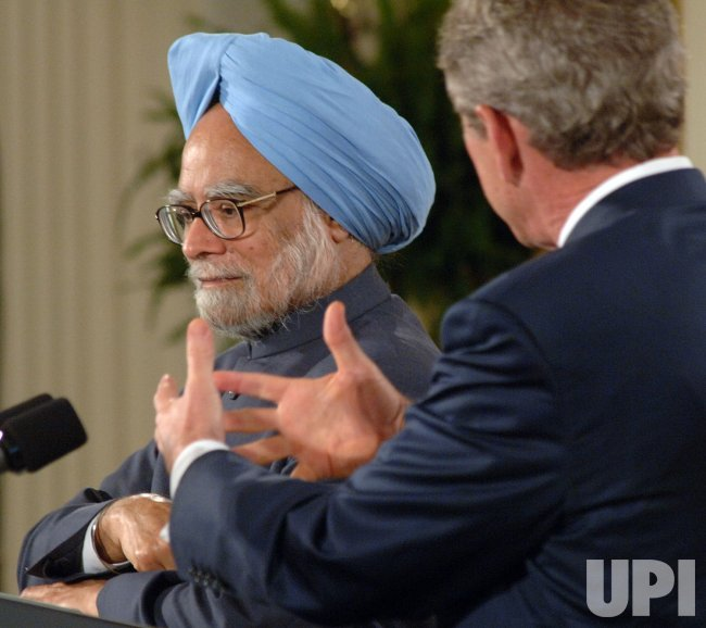 BUSH HOSTS INDIAN PM SINGH