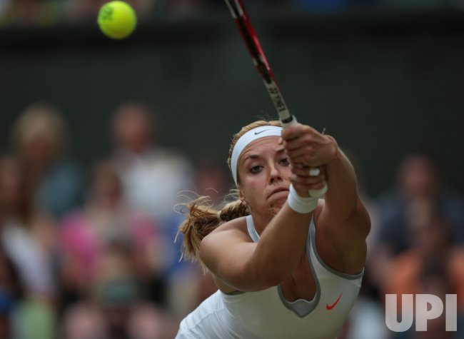 Sabine Lisicki returns in her match with Serena Williams