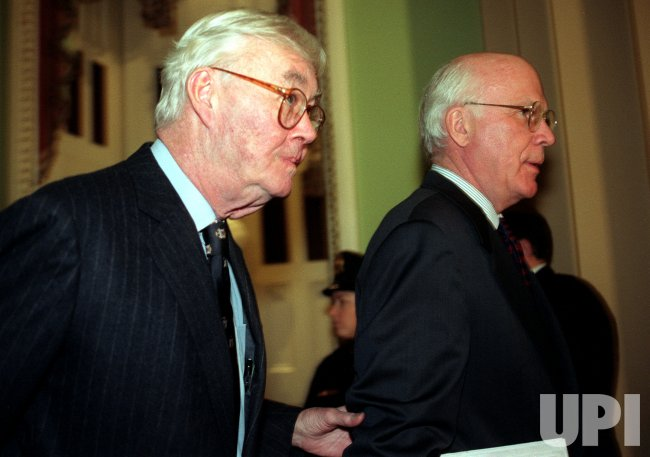 Senators Daniel Patrick Moynihan and Patrick Leahy walk to the Senate Chamber