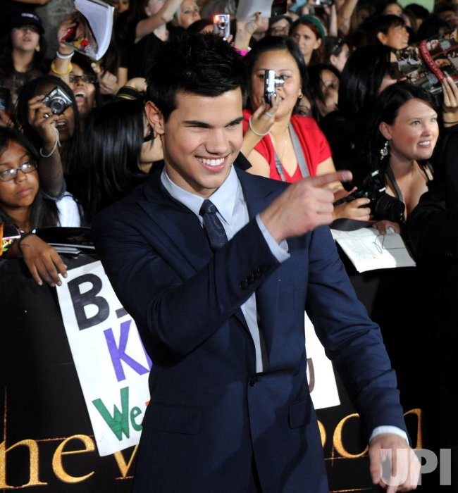 """Taylor Lautner attends """"The Twilight Saga: New Moon"""" premiere in Los Angeles"""