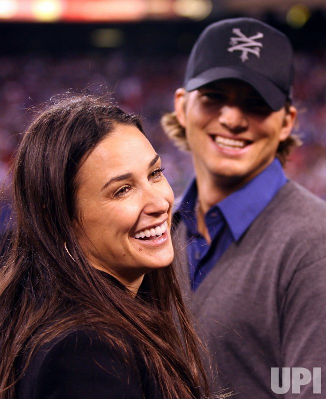 DEMI MOORE AND ASHTON KUTCHER AT GIANTS STADIUM IN NEW JERSEY