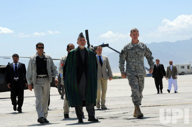 Afghan President Hamid Karzai talks to US soldiers in Bagram Airfield, Afghanistan