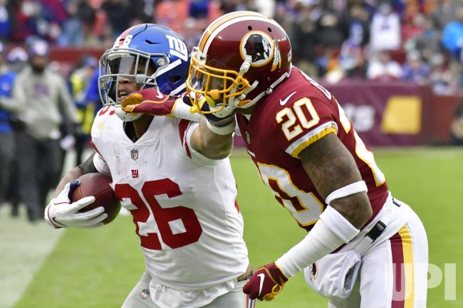 finest selection 8acd1 4d521 Giants' Saquon Barkley pushes away Redskins' Ha Ha Clinton ...