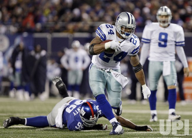finest selection 532be ff71d Dallas Cowboys Marion Barber runs by New York Giants Chris ...