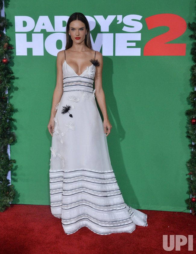 """Alessandra Ambrosio attends the """"Daddy's Home 2"""" premiere in Los Angeles"""