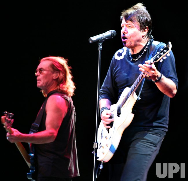 GEORGE THOROGOOD PLAYS 2007 OTTAWA BLUESFEST