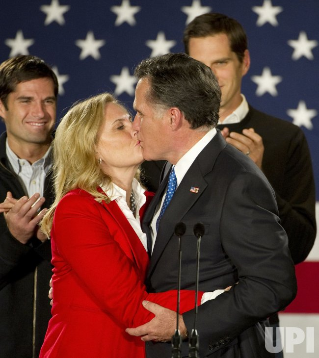 Romney kisses wife at Caucus rally in Des Moines, Iowa