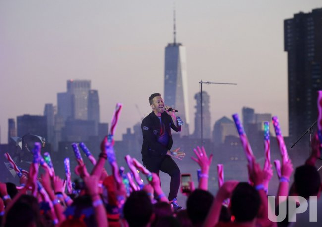 Chris Martin and Coldplay Perform Free Concert for July 4Th