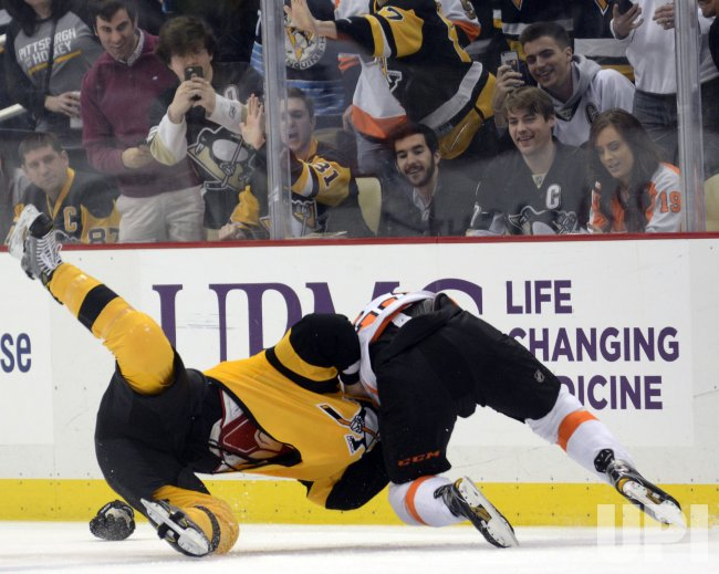 Flyers Brandon Manning Penguins Cameron Gaunce Fight