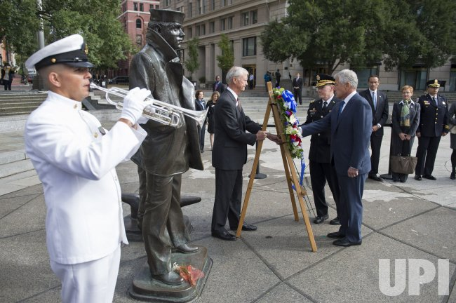 Defense Secretary Hagel and Chairman Dempsey Lay a Wreath for the Navy Yard Shooting Victims in Washington, DC