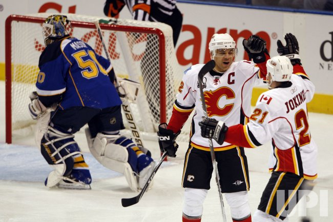 Calgary Flames Jarome Iginla scores goal against St. Louis Blues