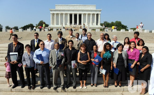 New citizens sworn in at Lincoln Memorial in Washington