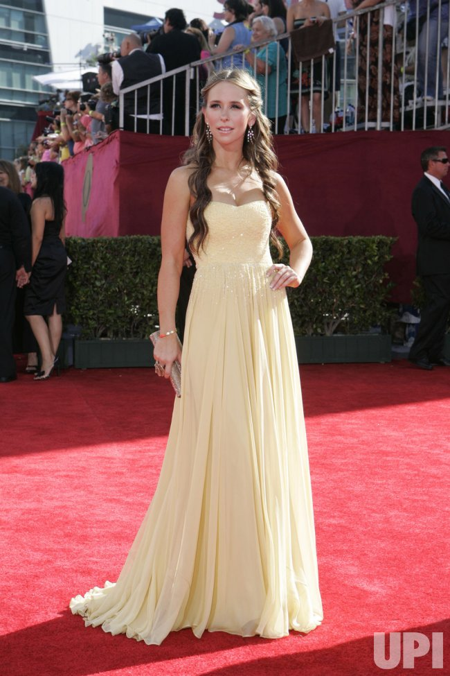 Jennifer Love Hewitt arrives at the 61st Primetime Emmy Awards in Los Angeles