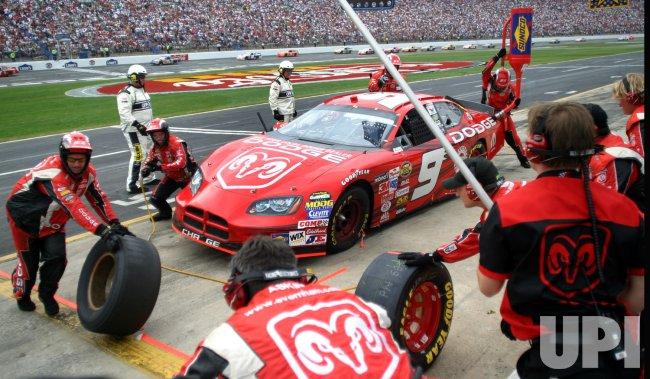 KASEY KAHNE PIT STOP AT COCA-COLA 600 NASCAR RACE