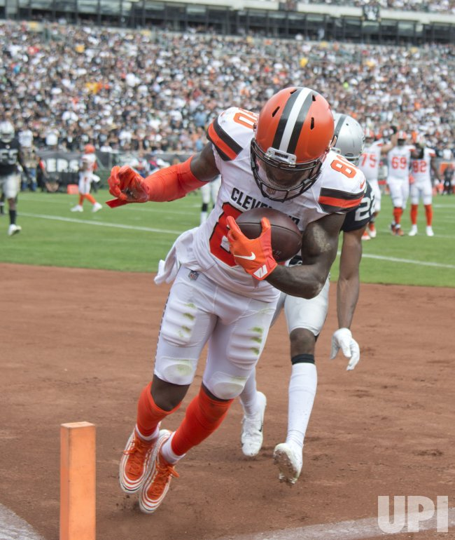 official photos 7231d 00e84 Browns WR Jarvis Landry scores in loss to Raiders - UPI.com