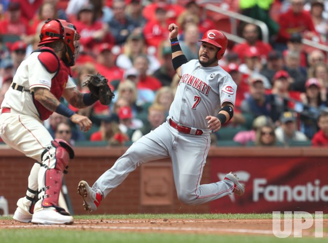 Cincinnati Reds Eugenio Suarez out at home