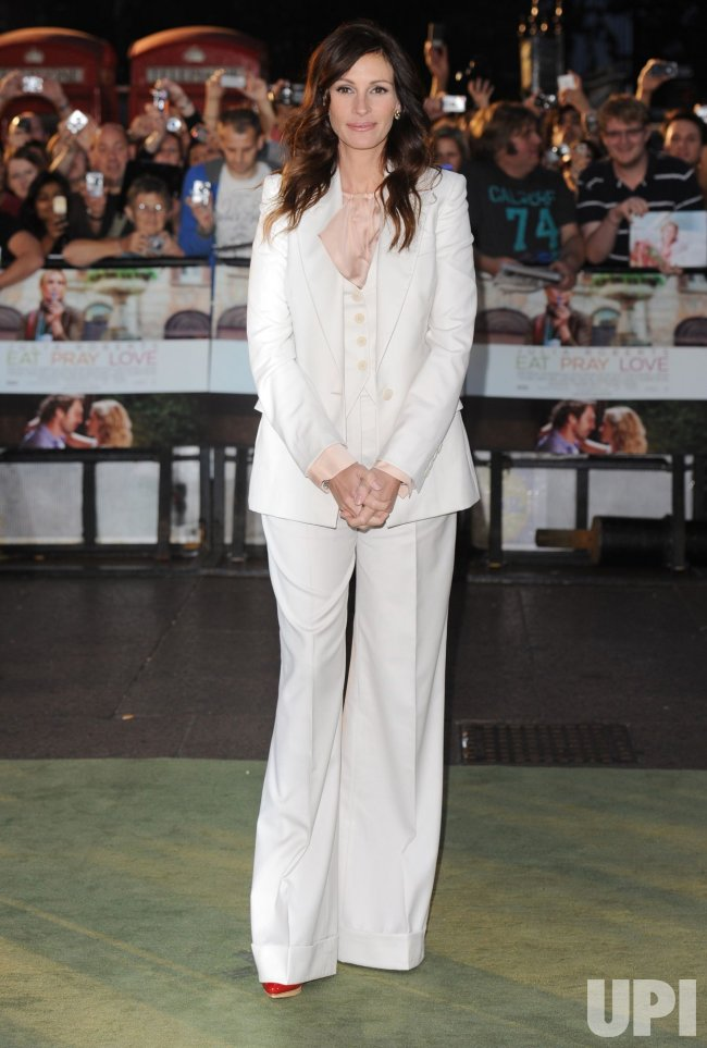 "Julia Roberts attends ""Eat, Prey, Love"" premiere"