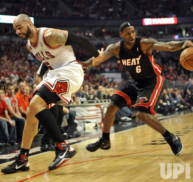 Bulls' Boozer Heat's James in Chicago