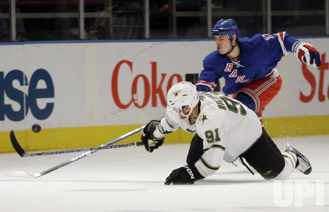 New York Rangers Brandon Dubinsky (17) and Dallas Stars Brad Richards at Madison Square Garden