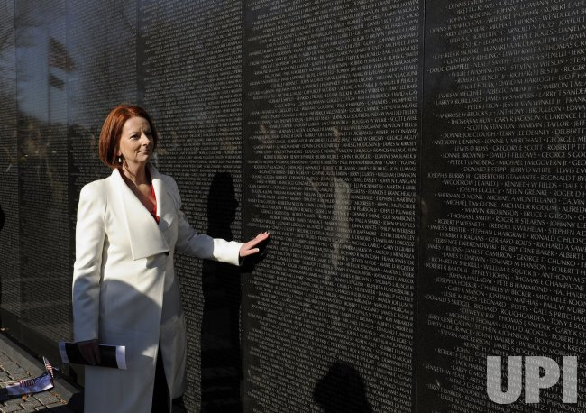 Australian PM Gillard visits Vietnam Veterans Memorial in Washington