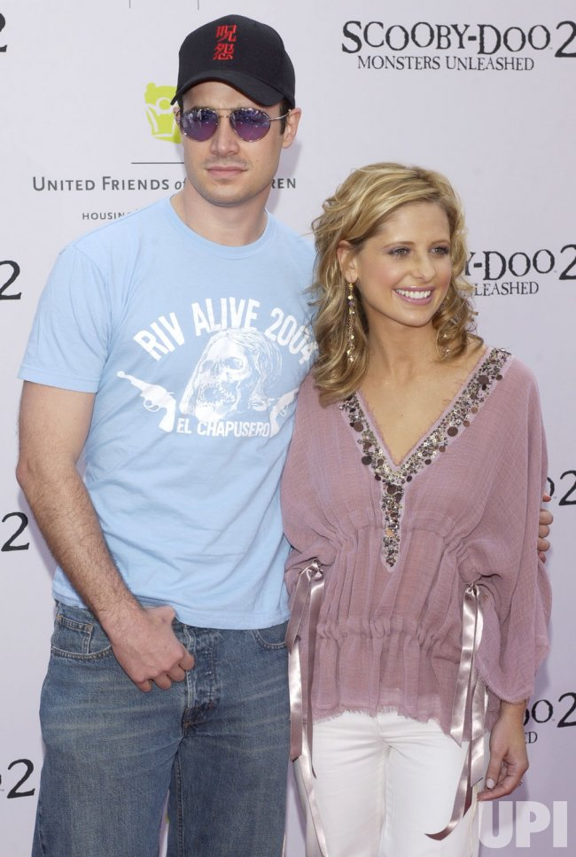 "CAST MEMBERS FREDDIE PRINZE JR. AND SARAH MICHELLE GELLAR ARRIVE FOR ""SCOOBY-DOO 2"" PREMIERE"