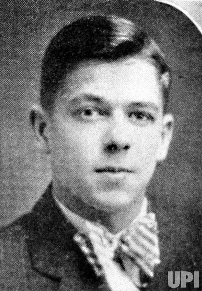 RONALD REAGAN IN 1928 HIGH SCHOOL YEARBOOK PICTURE