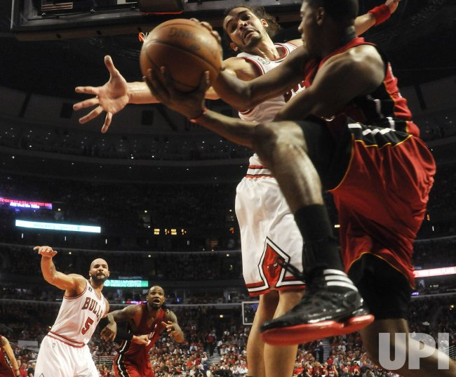 Heat's Chalmers pass as Bulls' Noah defends in Chicago