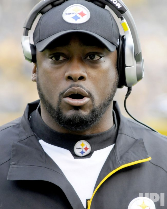 Pittsburgh Steelers Mike Tomlin on Sidelines in Pittsburgh