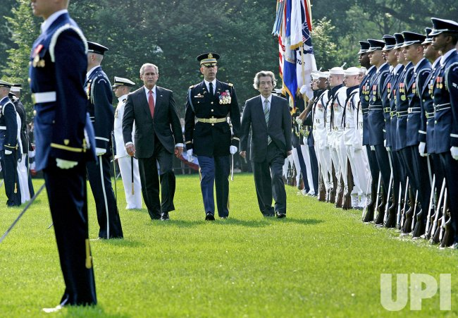 PRESIDENT BUSH WELCOMES PRIME MINISTER JUNICHIRO KOIZUMI