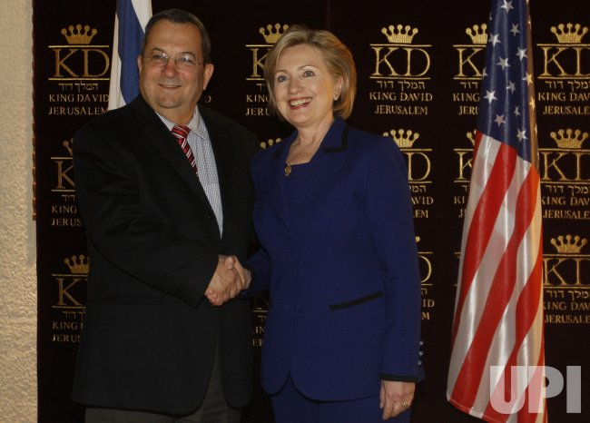 Israel's PM-designate Netanyahu shakes hands with U.S. Secretary of State Clinton