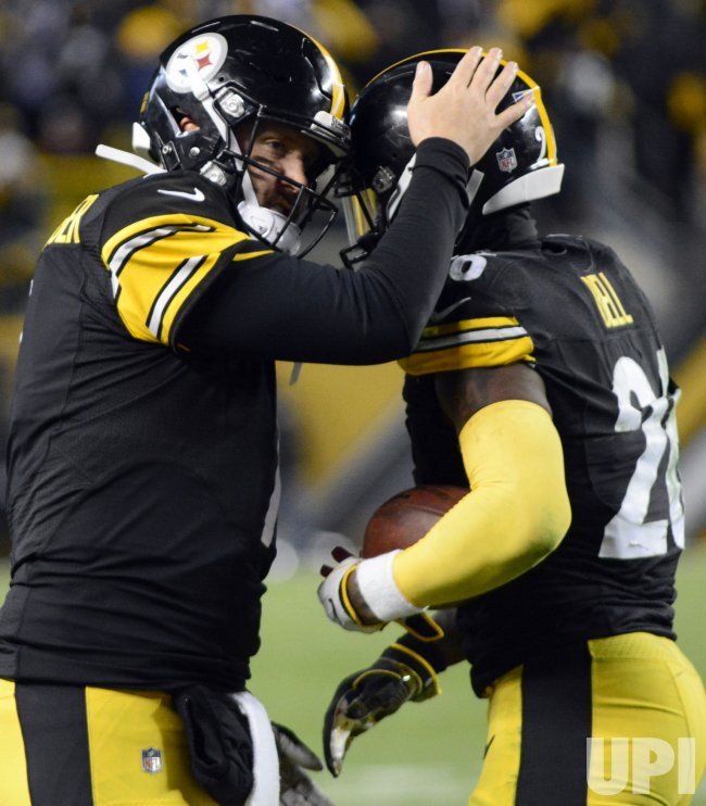 Steelers Roethlisberger Congradultes Le'Veon Bell on Touchdown