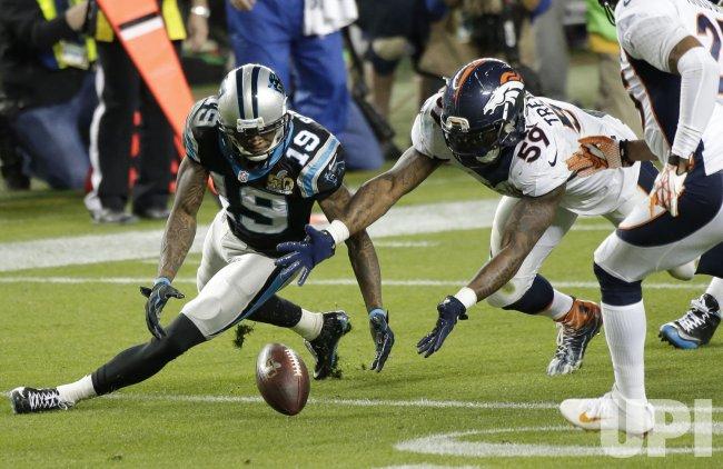 Broncos Trevathan recovers Panthers Ginn, Jr. fumble at Super Bowl 50