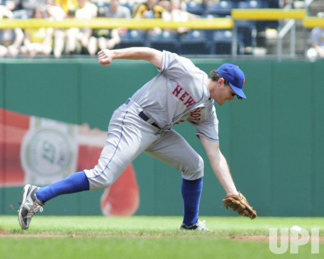 Mets Daniel Murphy Fielding Error in Pittsburgh