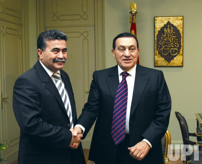 HOSNI MUBARAK MEETS WITH AMIR PERETZ