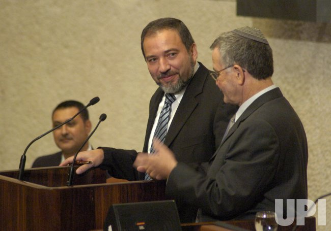 ISRAELI KNESSET VOTES TO INCLUDE RIGHT-WING LEADER AVIGDOR LIEBERMAN IN GOVERNMENT
