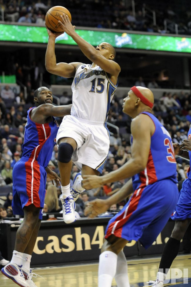 Randy Foye scores against Charlie Villanueva in Washington