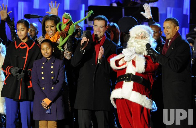 Pres. Obama and first family attend lighting of the National Christmas Tree in Washington