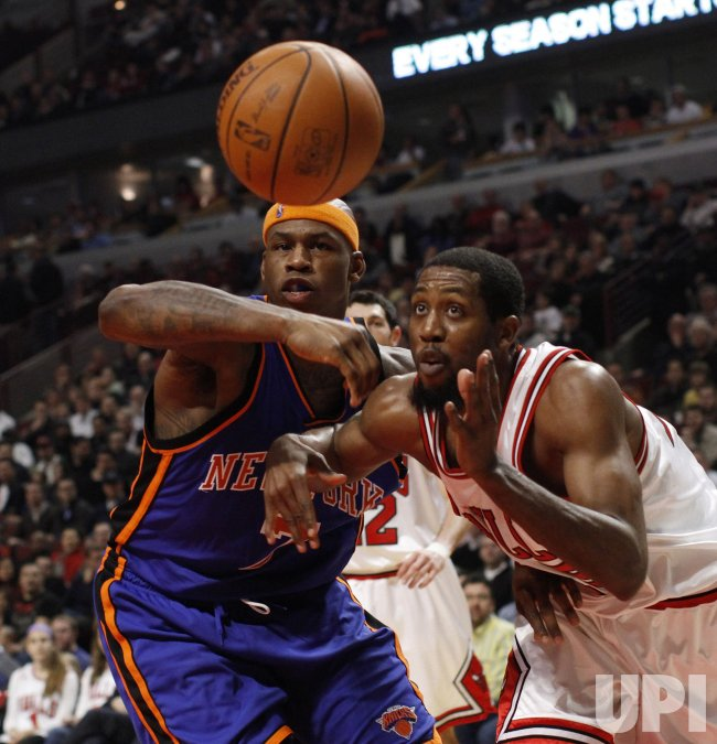 Knicks' Harrington and Bulls' Salmons go for loose ball in Chicago