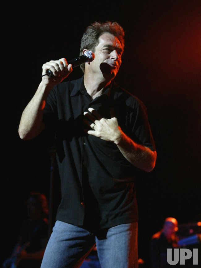 HUEY LEWIS AND THE NEWS IN CONCERT