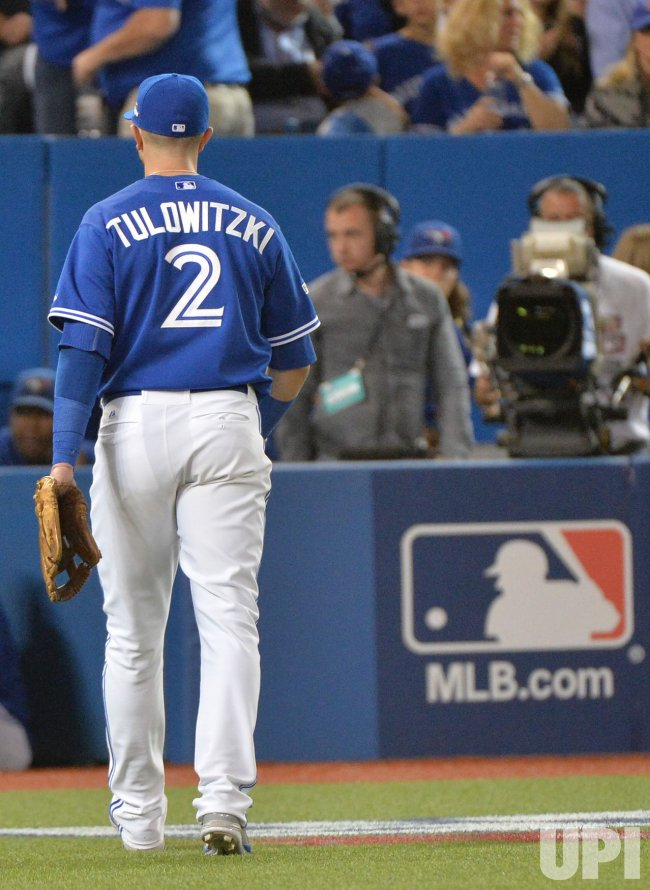 Blue Jays Tulowitzki leaves field after ejection by home plate umpire John Hirschbeck