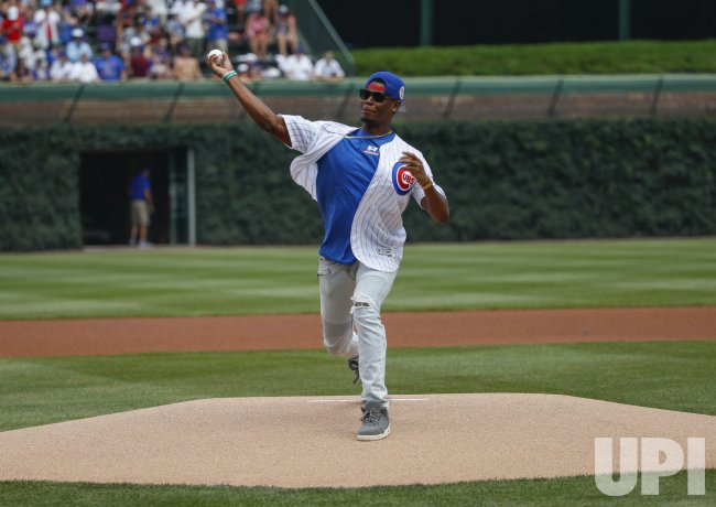 Chicago Bears wide receiver Cameron Meredith throws first pitch in Chicago