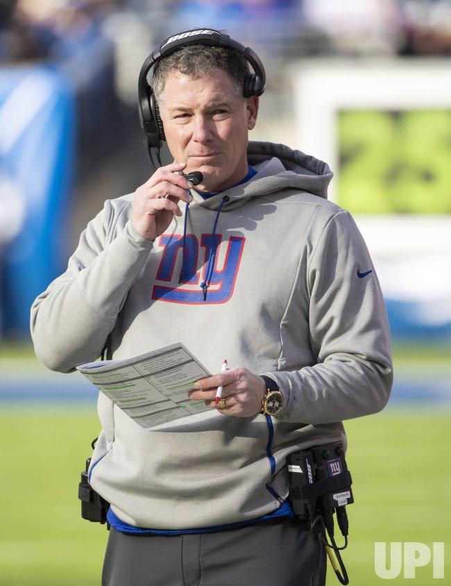 New York Giants head coach Pat Shurmur looks over his play sheet
