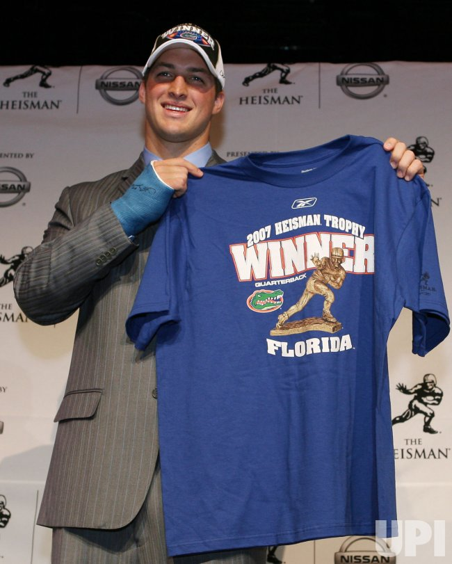 Tim Tebow wins the 2007 Heisman Trophy in New York