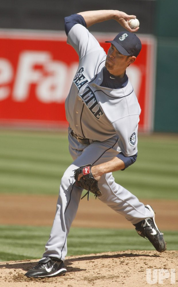 Seattle Mariners Doug Fister throws against the Oakland A's