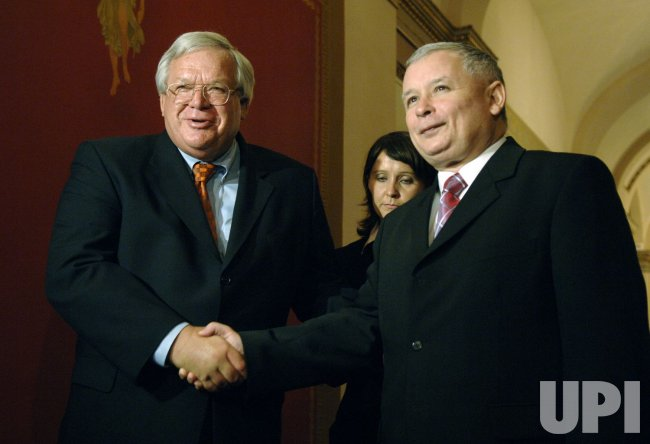 SPEAKER HASTERT AND POLISH PRIME MINISTER KACZYNSKI