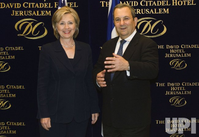 U.S. Secretary of State Clinton meets with Israel's Defence Minister Barak in Jerusalem