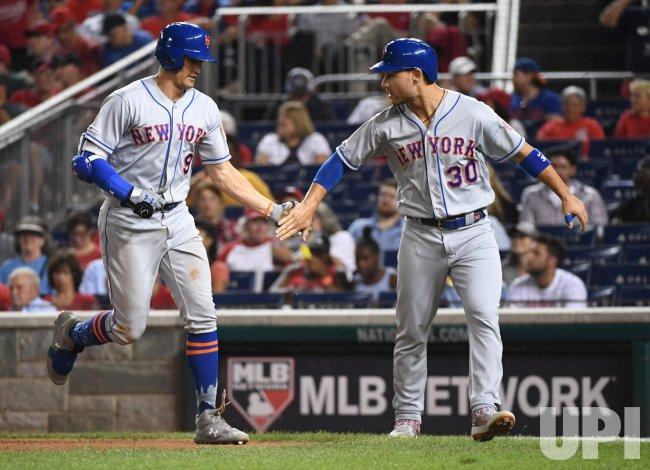 Mets Joe Panik hits a home run