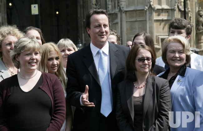 CAMERON MEETS NEW LADIES COUNCILLORS