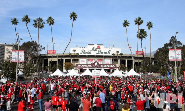 General view of fans outside the Rose Bowl