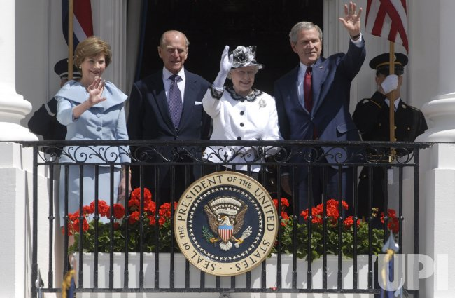 QUEEN ELIZABETH II ARRIVAL CEREMONY IN WASHINGTON
